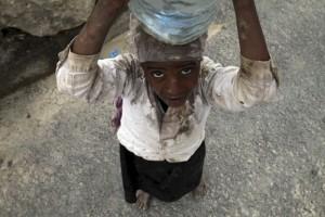 La quête de l'eau dans Sana'a bombardée (Le Monde Reuters 11/05/2015)